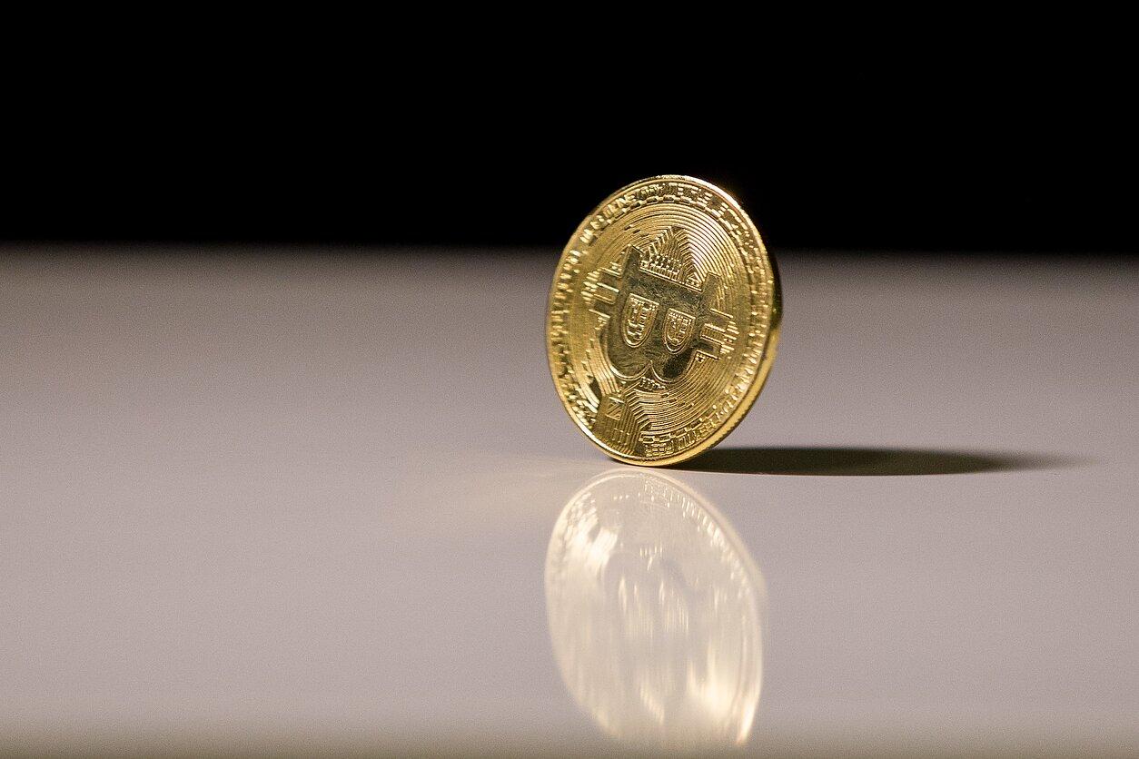 kaip prekiauti bitkoinu auksu parduodant išankstinius ipo akcijų pasirinkimo sandorius