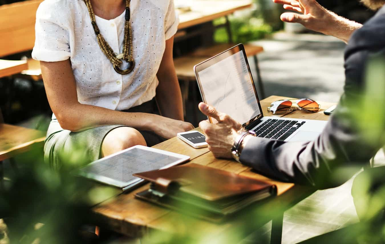 mokymasis internetinėse akcijų prekybos sistemose fx parinkčių dienos apimtis