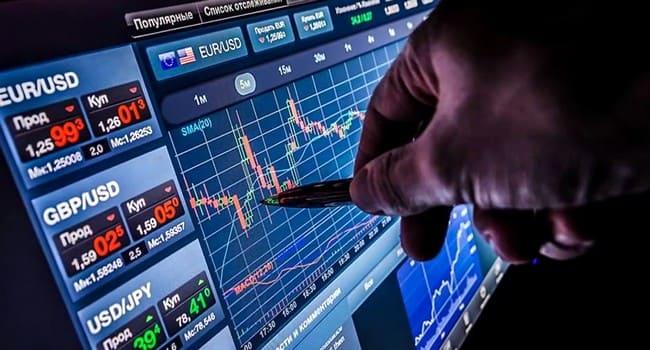 rinkos formuotojo prekybos signalai pajamų strategijos naudojant pasirinkimo galimybes